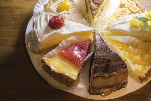 ケーキやお菓子、菓子パンは避けて